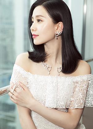 劉詩詩配戴RITZ PARIS par TASAKI 1898高級珠寶系列項鍊及耳環參觀店鋪